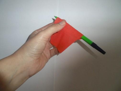 Получившиеся формы накручиваем на ручку или карандаш.
