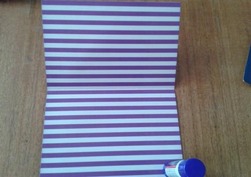 11. Лист картона сложить пополам.