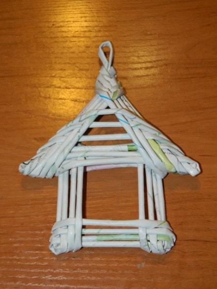 Теперь формируем крышу домика. Оплетаем её также как и основание домика.