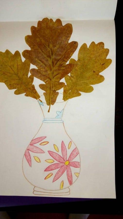 А это ваза с дубовыми листьями