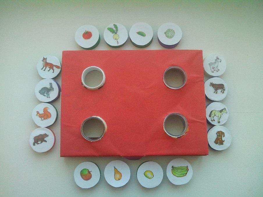 Дидактическая игра своими руками «Крышечки» для детей младшего дошкольного возраста.