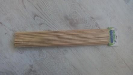 Далее берем для ствола любые палки, я взяла шпажки деревянные, но можно и просто веточки.