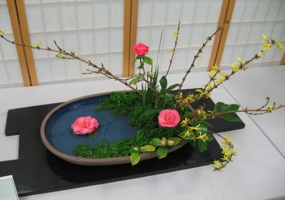img_8304z-landscape-style-arrangement-by-cris-bugarin-ohara-school-of-ikebana-materials-include-forsythia-camellia-parsley-iris-leaves